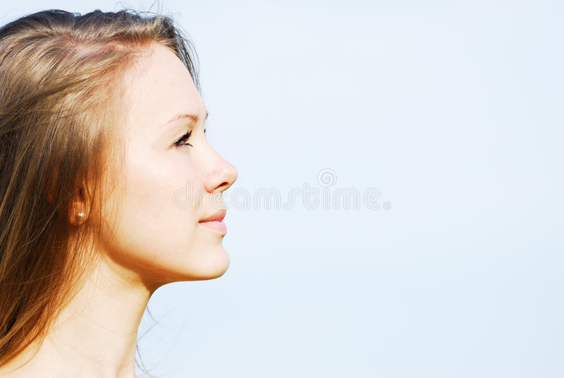 Perfil da face da mulher nova fotografia de stock