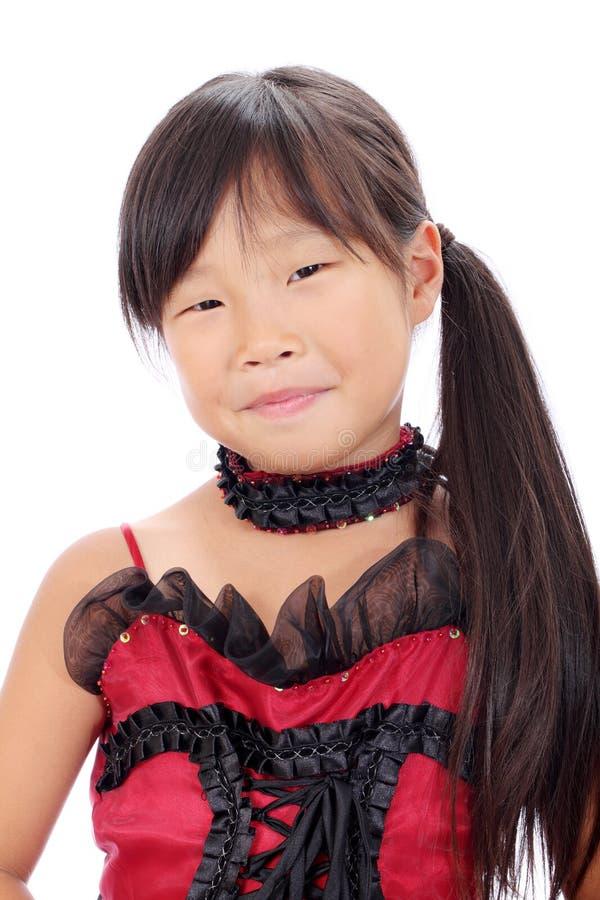 Perfil da menina asiática pequena