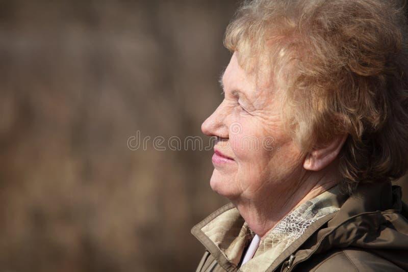 Perfil da mulher envelhecida imagens de stock