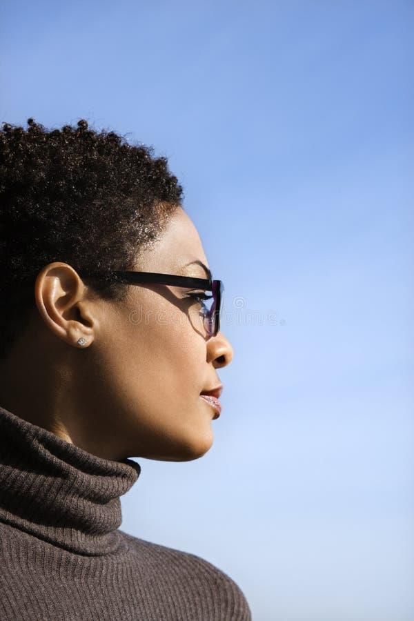 Perfil da mulher nova do americano africano imagens de stock royalty free