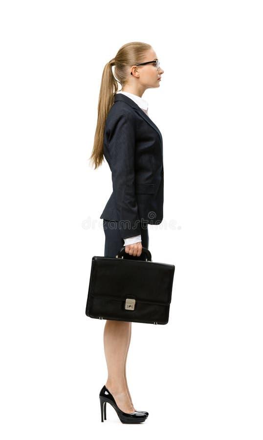 Perfil de la mujer de negocios con el caso imagenes de archivo