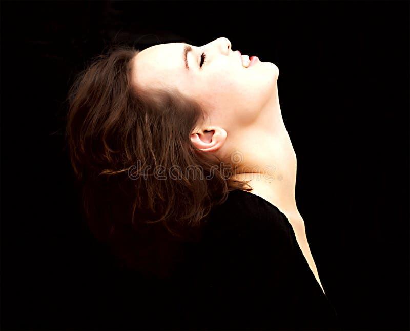Perfil de la mujer hermosa, aislado en negro imágenes de archivo libres de regalías