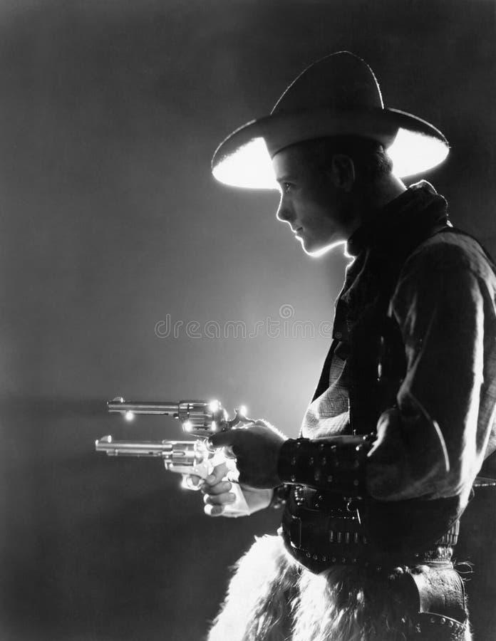 Perfil de um homem novo que guarda armas (todas as pessoas descritas não são umas vivas mais longo e nenhuma propriedade existe G imagens de stock