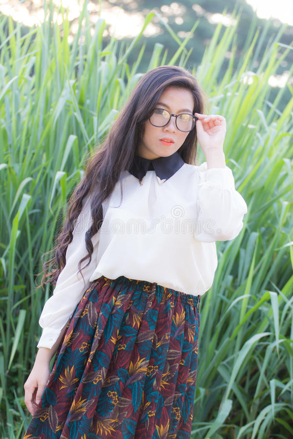 Perfil de um olhar asiático novo da mulher imagens de stock royalty free