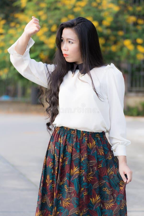 Perfil de um olhar asiático novo da mulher fotografia de stock royalty free