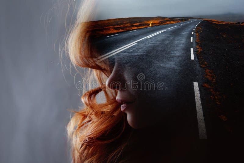 Perfil de una mujer hermosa joven y del camino, exposici?n doble fotografía de archivo libre de regalías