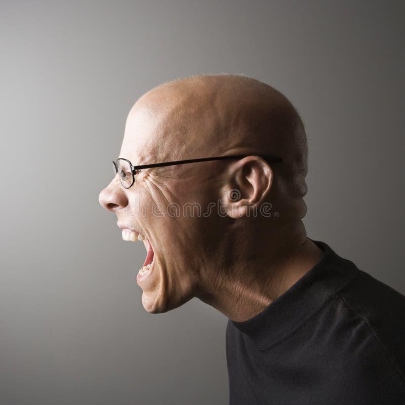 Perfil del hombre que grita. fotografía de archivo