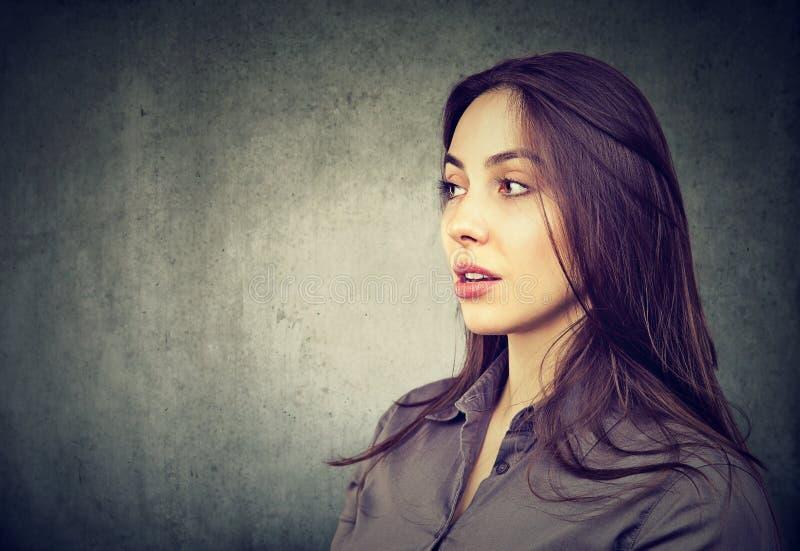 Perfil lateral de la mujer hermosa fotos de archivo