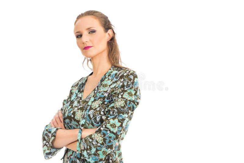 Perfil semi cruzado de la mujer con el brazo Ella es rubia y beautifu fotos de archivo