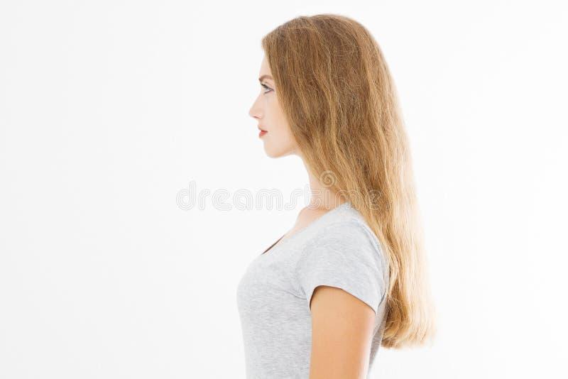 Perfile el retrato de la muchacha caucásica rubia con el pelo femenino recto largo y brillante aislado en el fondo blanco Mujer h fotografía de archivo libre de regalías