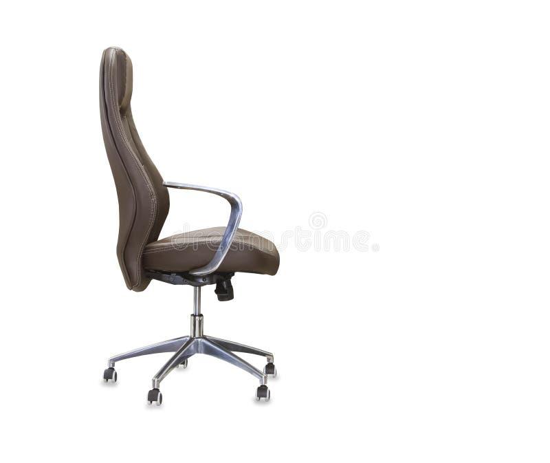 Perfile la vista de la silla de la oficina del cuero marr?n Aislado imagen de archivo libre de regalías