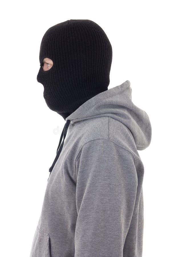 Perfile a opinião o homem criminoso na máscara isolada no branco imagens de stock