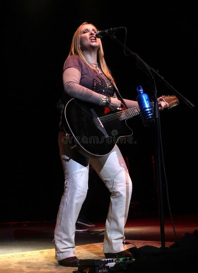 Perfoms Мелисса Etheridge в концерте стоковая фотография rf