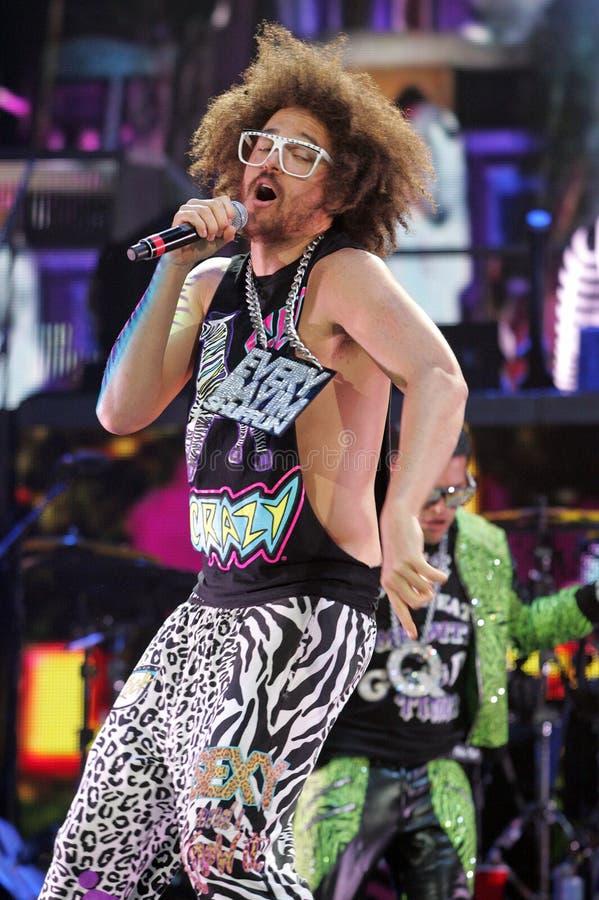Perfoms LMFAO в концерте стоковое изображение