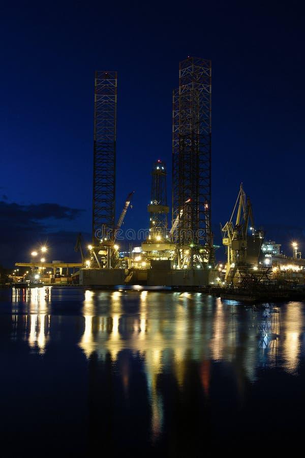 Perforación petrolífera en el mar fotos de archivo libres de regalías