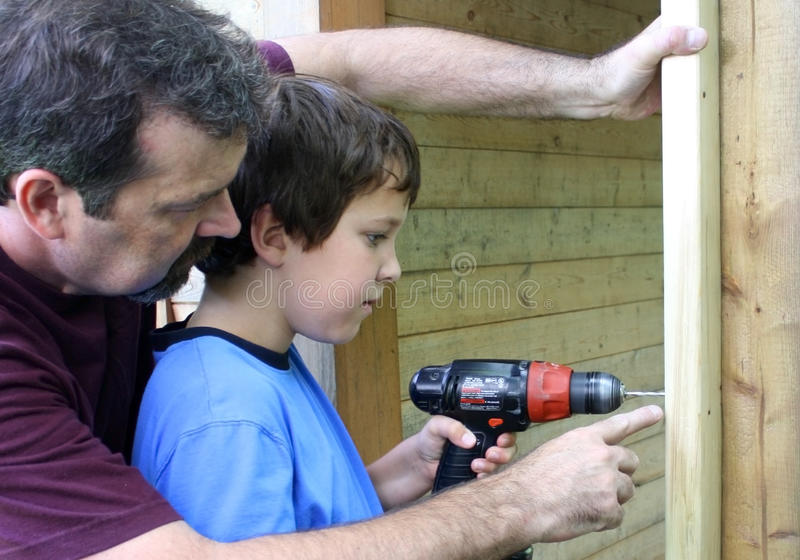 Perforazione del ragazzo fotografia stock