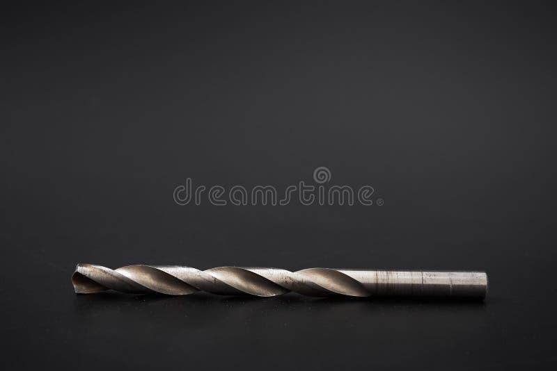 Perfore la carpintería usada herramienta en un fondo negro foto de archivo libre de regalías