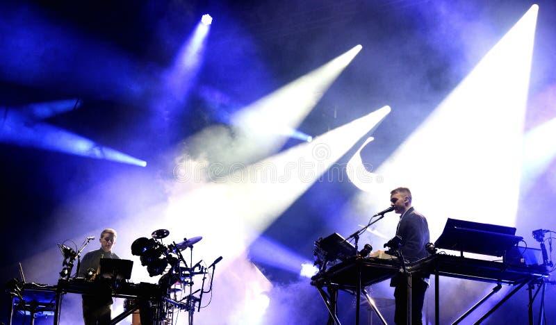 Performanc del acceso (dúo inglés de la música electrónica) fotos de archivo libres de regalías