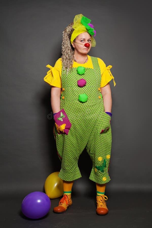 Performance Actress clown-positionering Huishoudelijke bezetting stock foto's