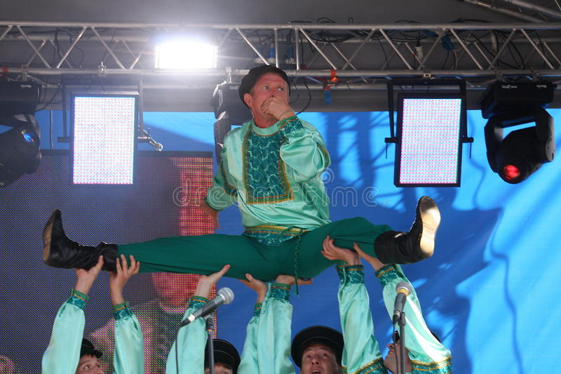 Performancekünstler, Soldatsolisten und Tänzer des Liedes und Tanzensemble der Hauptsitze des Nordwestwehrbereichs lizenzfreie stockfotografie