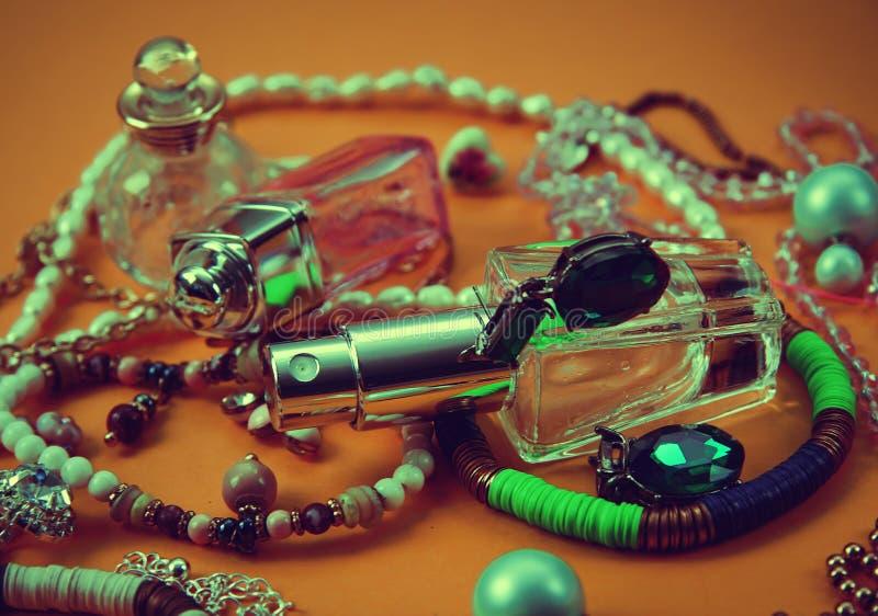 Perfume e joia fotografia de stock