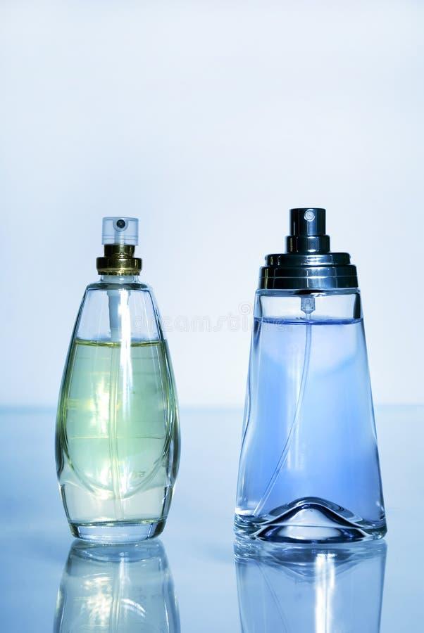 Perfume em um frasco de vidro fotos de stock