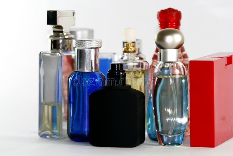 Perfume y botellas de las fragancias fotografía de archivo libre de regalías