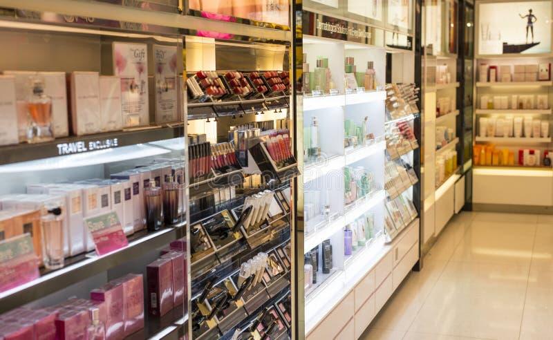 Perfume y departamento cosmético imagen de archivo libre de regalías