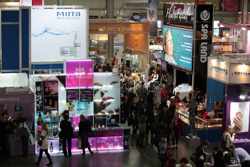 Perfumery internacional e exposição dos cosméticos mim foto de stock
