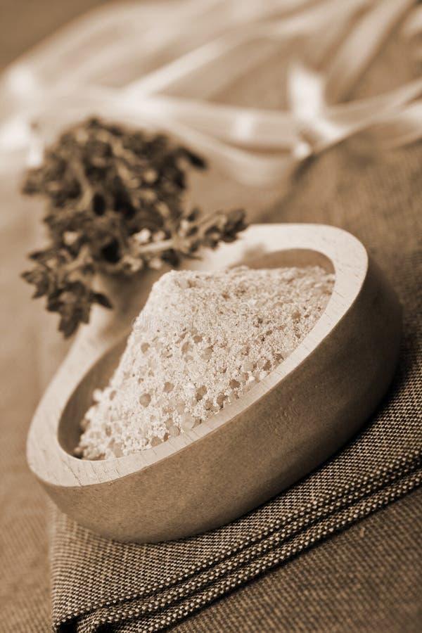 perfumowa tymianku kąpielowych soli obraz stock