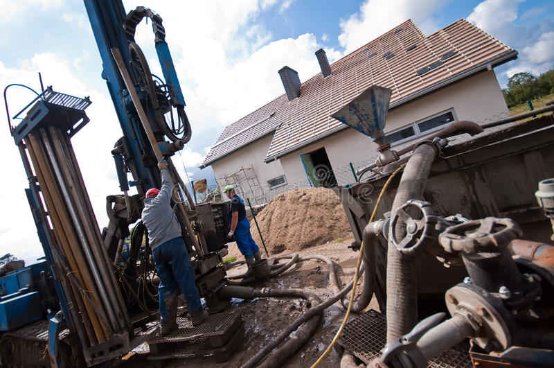 Perfuração Geothermal para a casa fotos de stock royalty free