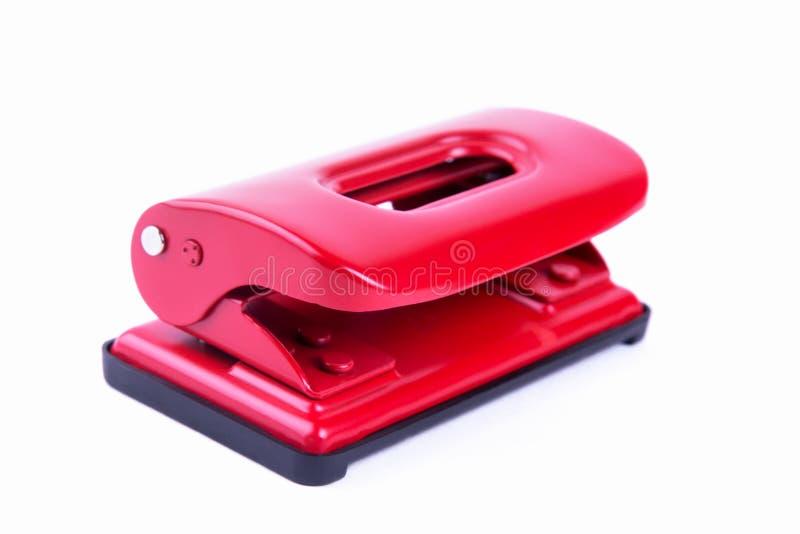 Perfurador de furo vermelho do papel do escritório isolado imagens de stock