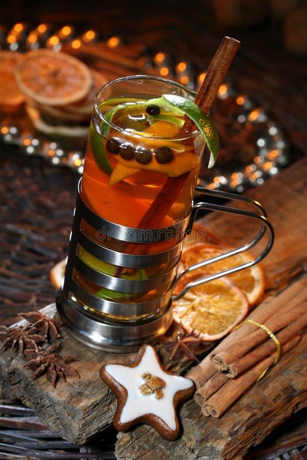 Perfurador delicioso pelo tempo do Natal imagens de stock royalty free
