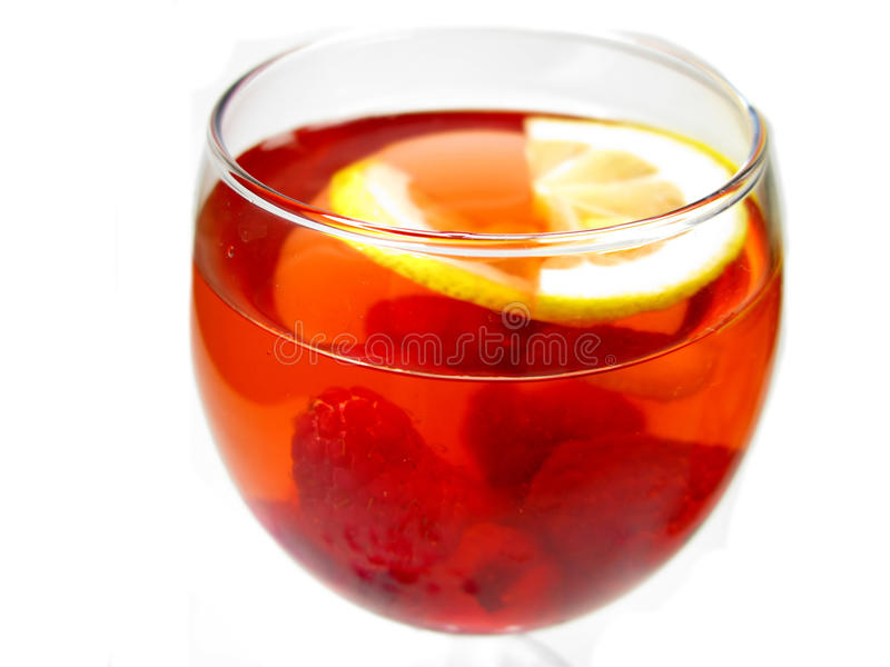 Perfurador do cocktail do vinho do álcool com framboesa foto de stock