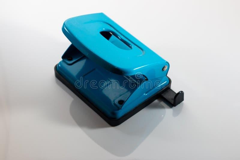 perfurador do papel azul foto de stock