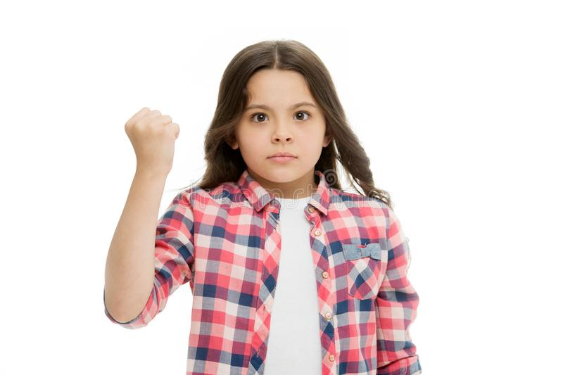 Perfure-o em sua cara Pare de tiranizar o movimento Menina que ameaça com o punho que ameaça o ataque físico Agressão das criança fotos de stock