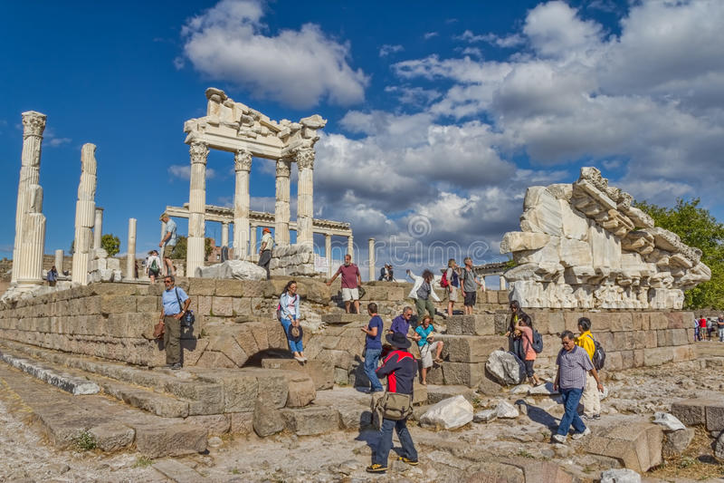 Pergamon - tempel av Trajan royaltyfri fotografi