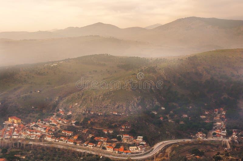 Pergamum, Izmir, Turkije: Bekijk vanuit de bergen (Bergama, Izmir, Turkije) royalty-vrije stock afbeeldingen
