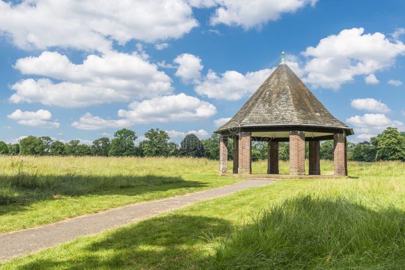 Pergola in Hyde Park, Londra fotografia stock