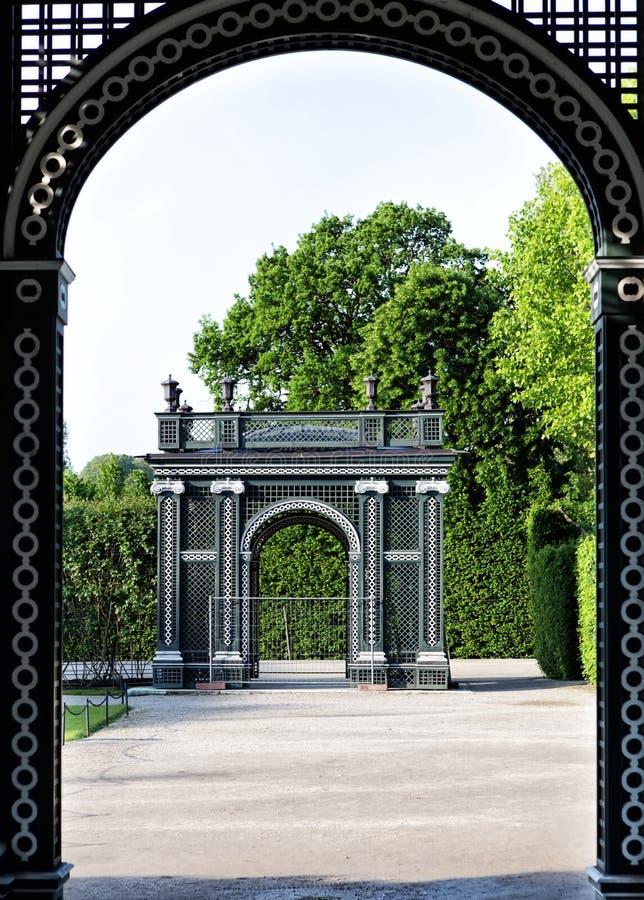 Pergola in Kronprinze Garden in Schonbrunn-Palast in Wien stockbilder