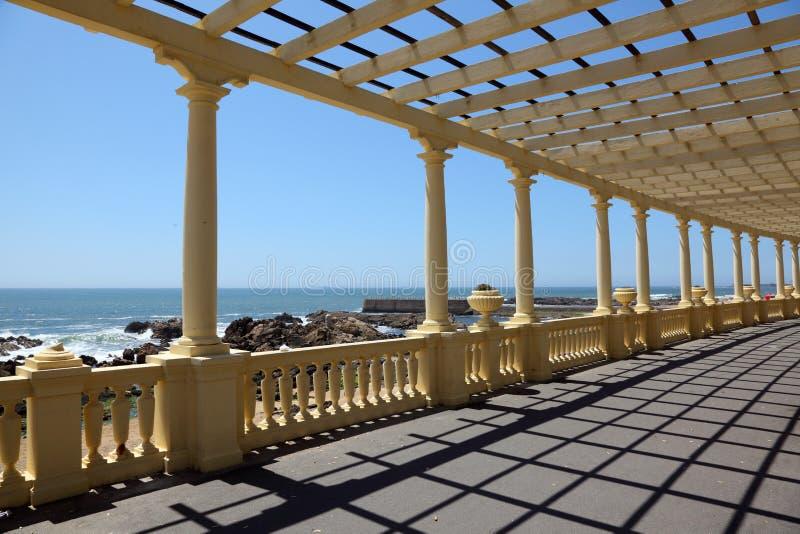 Pergola na praia imagem de stock royalty free
