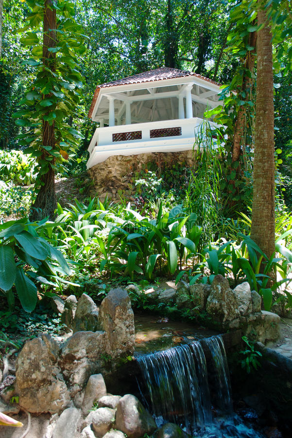 Pergola and waterfall in Botanical Garden in Rio d royalty free stock photos