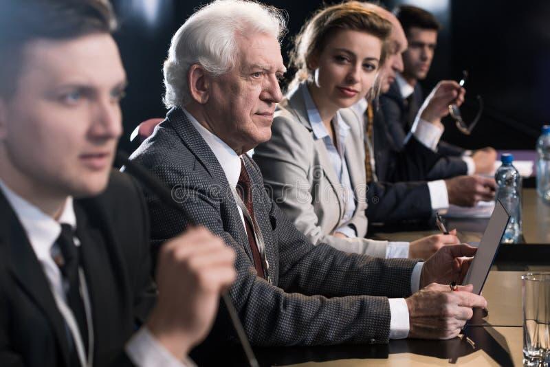 Perguntas durante a conferência de imprensa imagem de stock