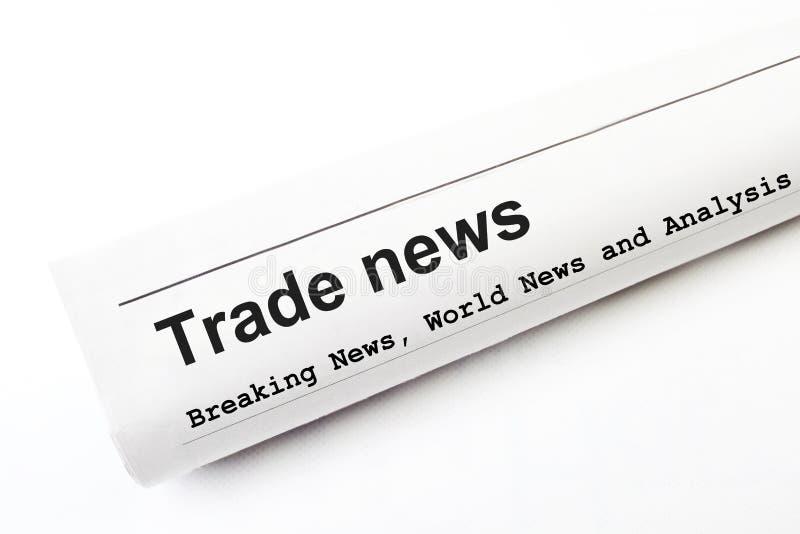 Periódico con el título de las noticias comerciales fotografía de archivo
