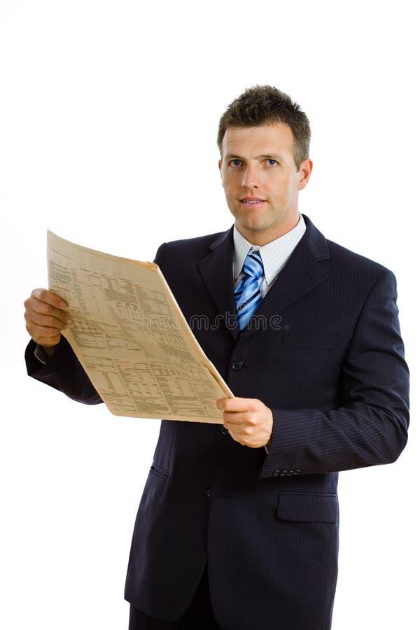 Periódico de la lectura del hombre de negocios aislado fotos de archivo libres de regalías