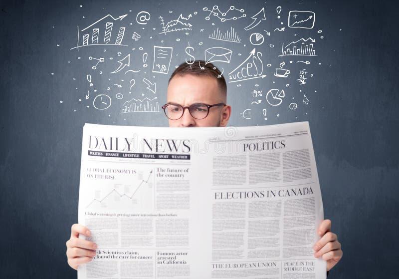 Periódico de la lectura del hombre de negocios imagen de archivo libre de regalías