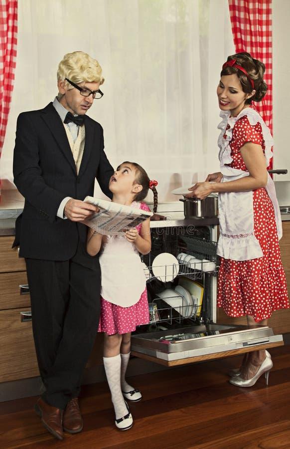 Periódico diseñado retro de la lectura de la familia foto de archivo