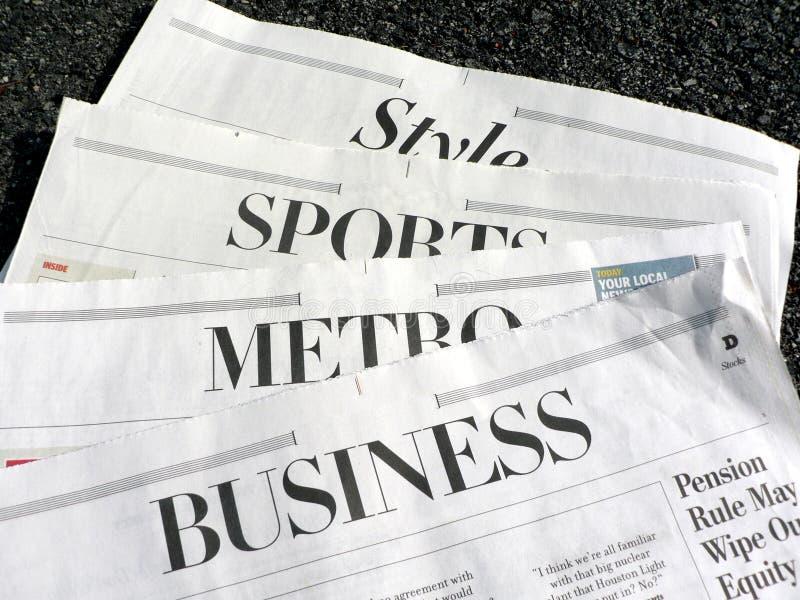 Periódico - secciones del periódico fotos de archivo