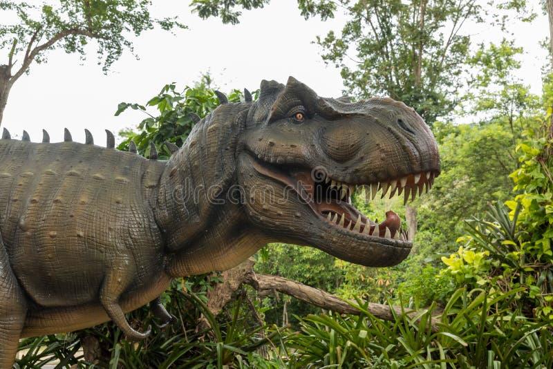 Pericolosi dinosauri preistorici Tyrannosaurus Rex, T-rex in natura Capo del Tyrannosaurus Rex T-Rex nella foresta di Dinosaur st immagini stock