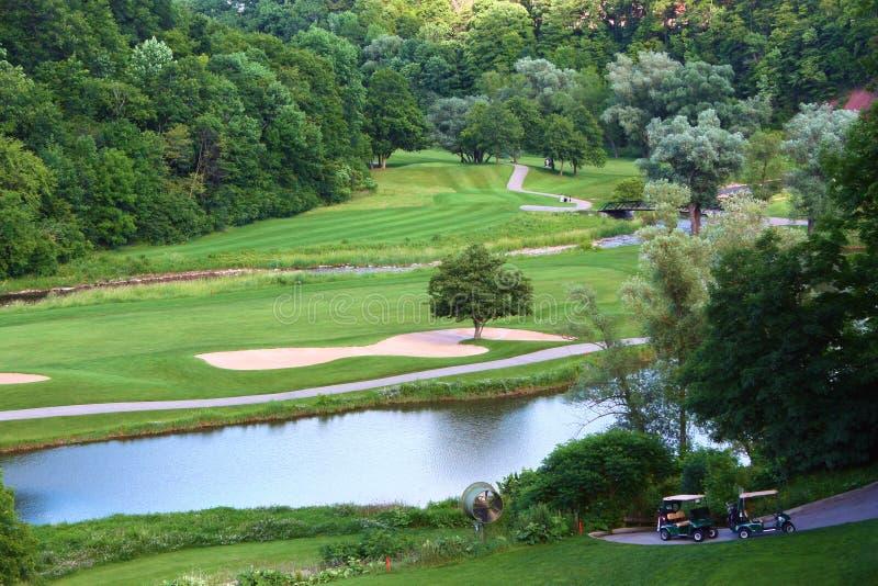 Perigo da água do campo de golfe fotografia de stock royalty free